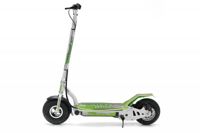 """E-monopattino """"E-300"""" 300 watt 380,00 € Freni: posteriore a disco Velocità max: 20 Km/h Autonomia: 15 Km Portata max: 110 Kg Colori disponibili: bianco-verde, nero-verde"""